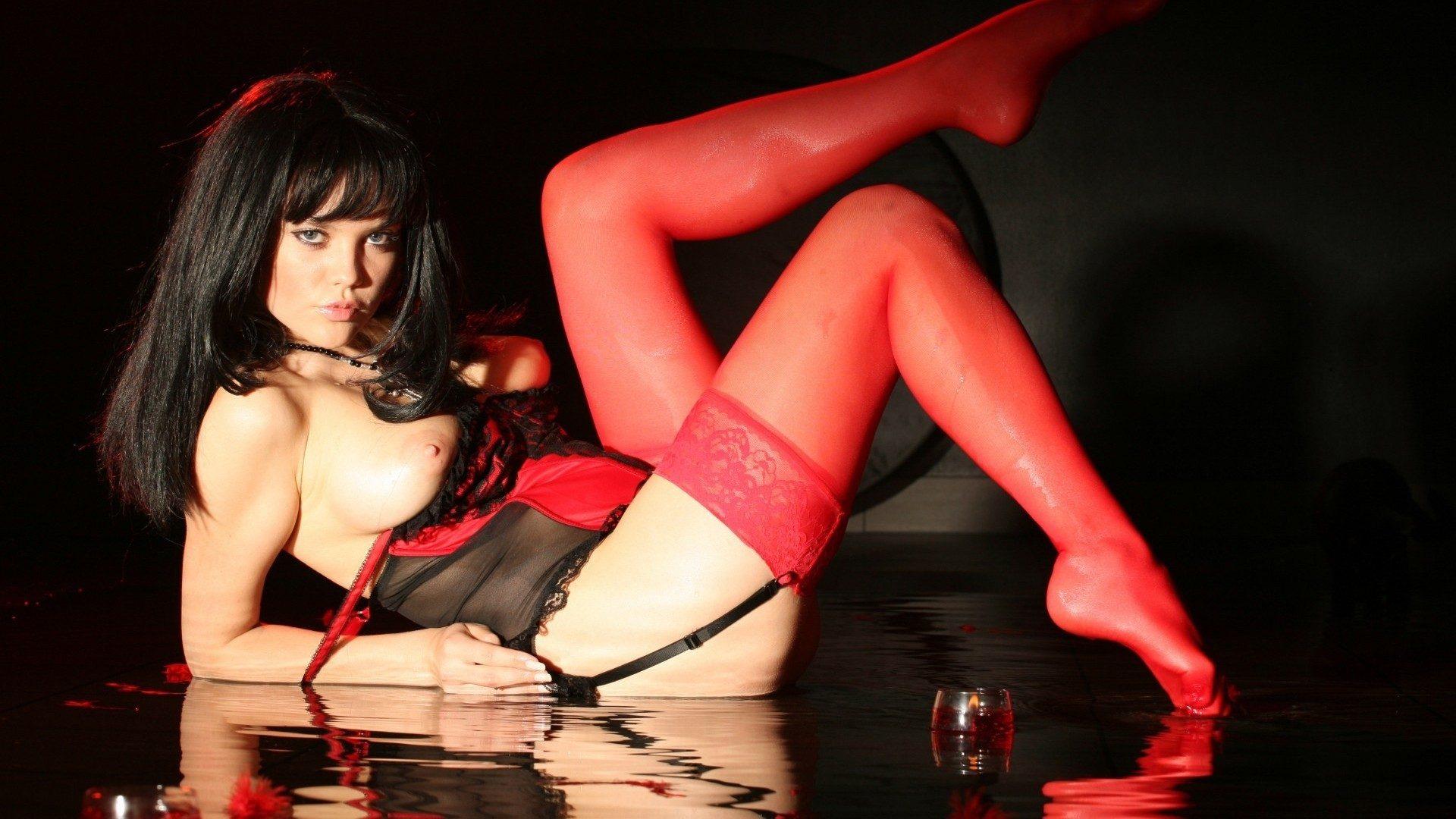Порно фото в красном фоне реальное фото — pic 11